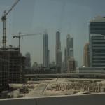 Bild 10. Eine Baustelle mit Dubai Marina im Hintergrund.