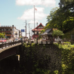 Bild 5. Die Brücke am Ende der Hauptstraße.