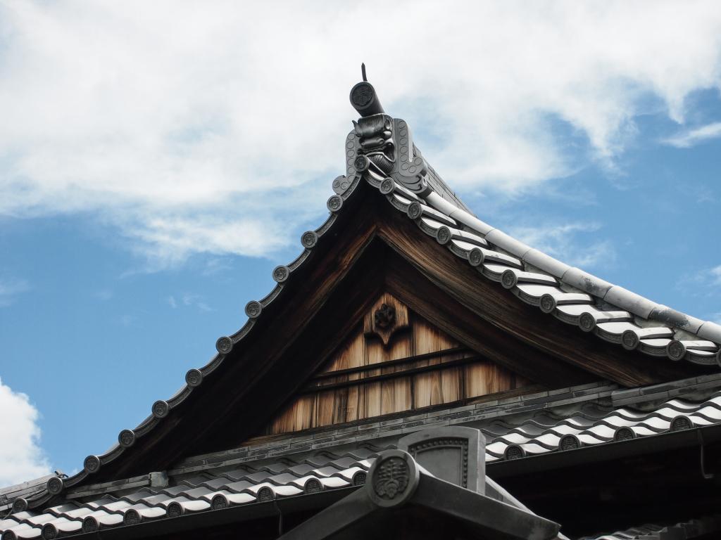 Bild 10. Ein dämonisches Gesicht auf dem Dach.