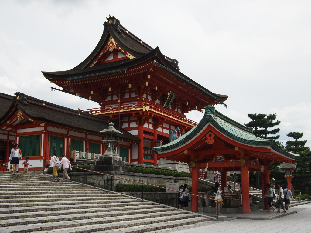 Bild 1. Das chinesisch aussehende Sakuramon.