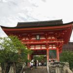 Bild 3. Zeitig treffen wir am Eingang des Kiyomizudera ein.