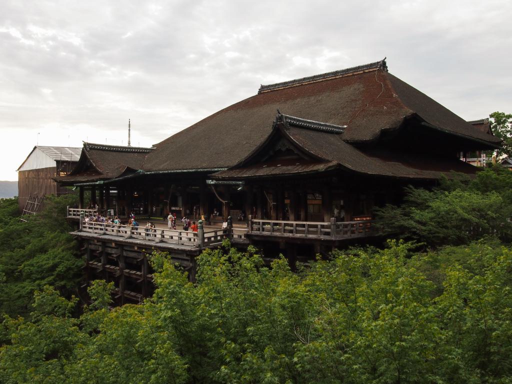 Bild 6. Die Haupthalle des Kiyomizudera.