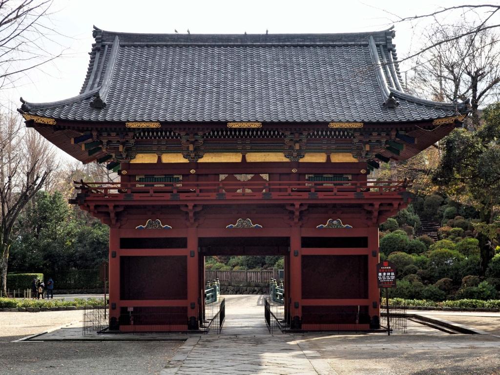 Bild 10. Der äußere Eingang, 楼門 romon. Immer wieder bin ich ob der Architektur fasziniert.