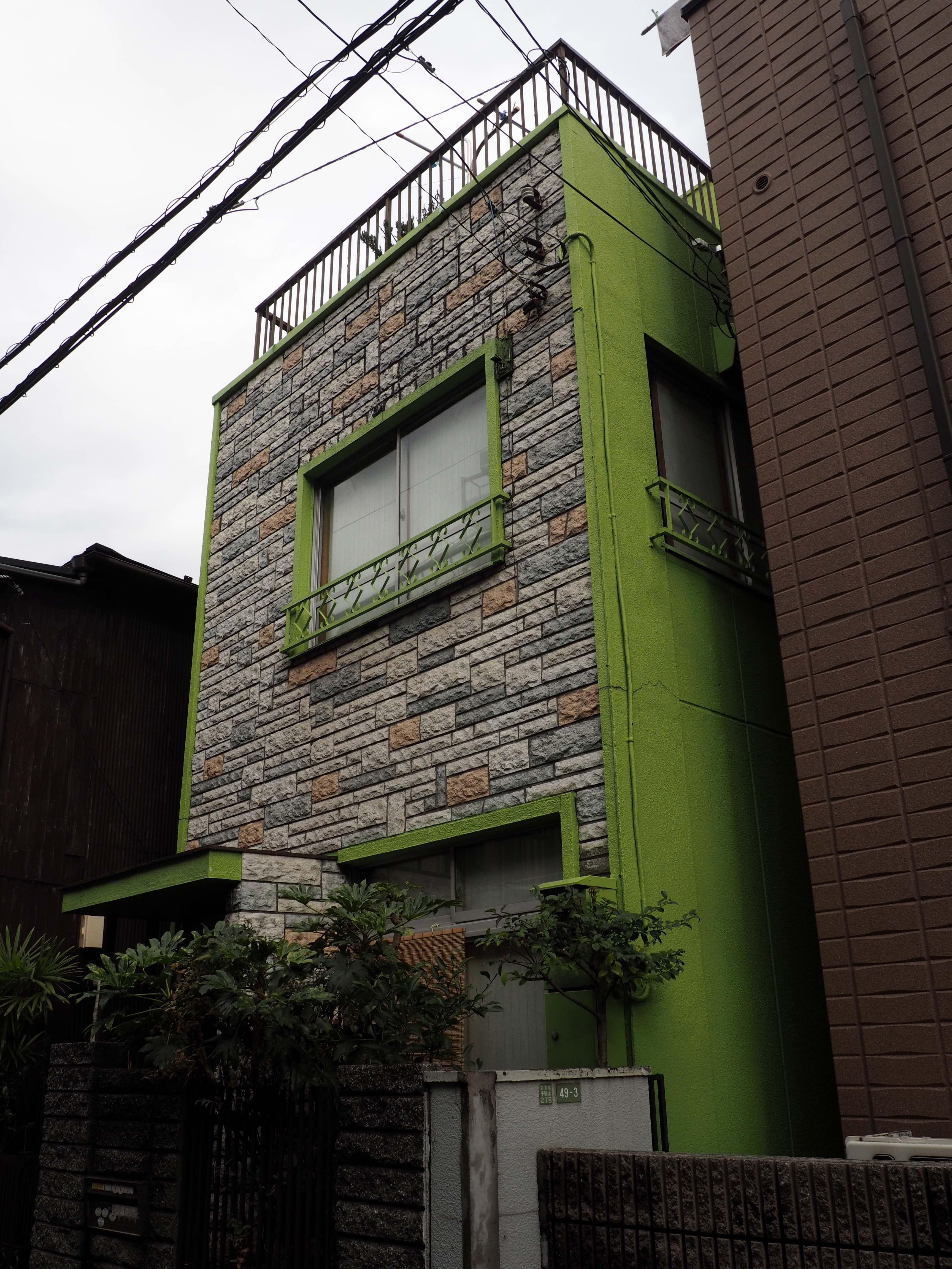 Bild 2. Ein grünes Haus.