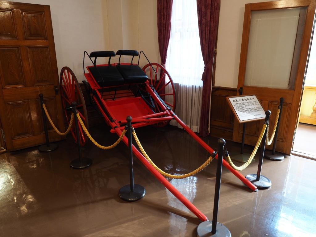 Bild 12. In der ehemaligen öffentlichen Halle gibt es auch kaiserliches Gefährt.