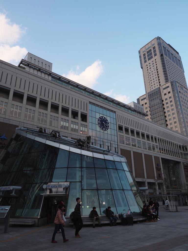 Bild 2. Der Bahnhof mit dem Sapporo JR Tower.